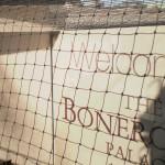 Montaż siatki w dziedzińcu – Pałac Bonerowski