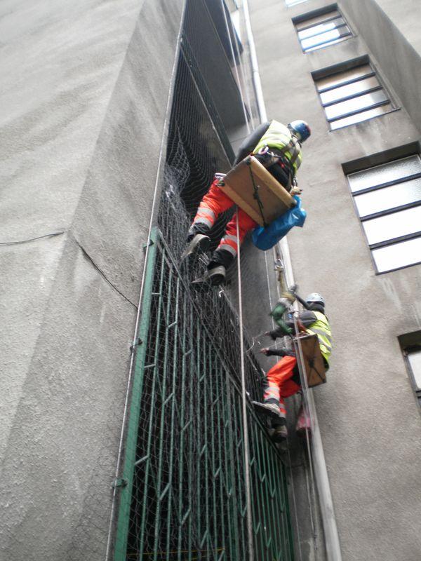 Zabezpieczanie balkonów siatką – Katowice